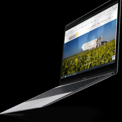 Laptop przedstawiający mock up strony internetwej Lukowa tobacco